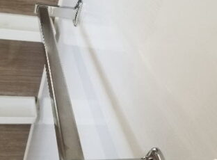 横浜 A様 ご入居前のハウスクリーニング⑤ 浴室タオルハンガーの水垢落とし 2019.11月