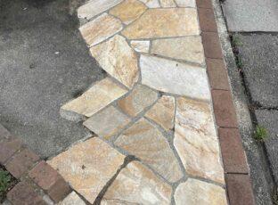 横浜市 戸建て中古清掃による玄関アプローチ乱張りタイル洗浄 6.3